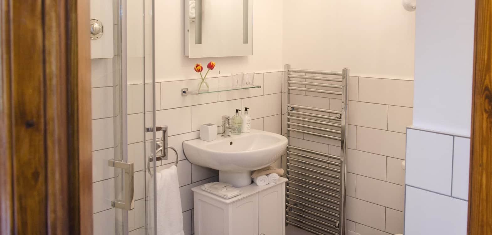 ensuite bathroom in Skye room at Firhall B&B with white bathroom suite and white tiles